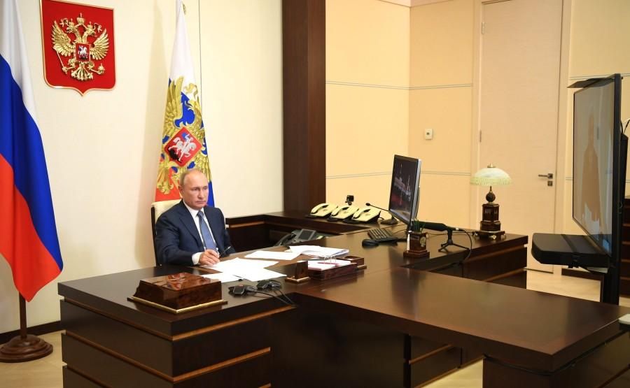 KREMLIN 3 X 4 DU 31.08.2020 Lors d'une réunion de travail avec le chef par intérim de la République des Komis, Vladimir Uyba (par vidéoconférence). 1nsHxAVZoXx8lvNCxLAAmoS3RM3hcsQE