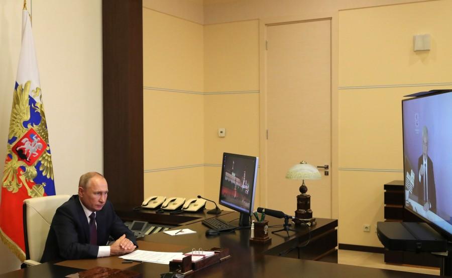 KREMLIN 3 X 5 DU 04.09.2020. Lors d'une réunion avec le maire de Moscou, Sergueï Sobianine (par vidéoconférence). eV3kOYewKhqAZuYMl0U8yiDAko885JC1