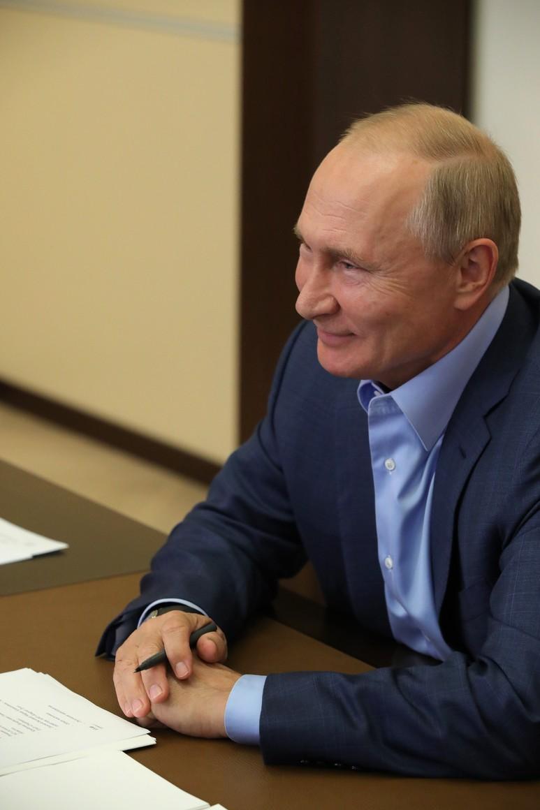 KREMLIN 3 X 6 DU 08.09.2020 Lors d'une réunion par vidéoconférence avec les lauréats du concours national de gestion Leaders of Russia. 3MsfXCBsqT4kZ4PA3xZjDQ6g15ZQyCdo