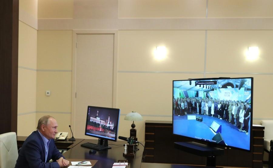 KREMLIN 3 X 6 DU 08.09.2020 Lors d'une réunion par vidéoconférence avec les lauréats du concours national de gestion Leaders of Russia. IQUnxyb5gGP07P3kUPXEOnahbvdZe0vM