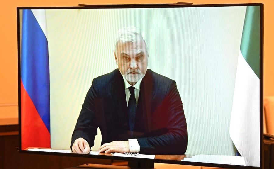 KREMLIN 4 X 4 DU 31.08.2020 Lors d'une réunion de travail avec le chef par intérim de la République des Komis, Vladimir Uyba (par vidéoconférence). EQQrXkVepu5BgrjyZMTu09kR6keDLOOJ