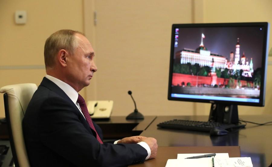 KREMLIN 4 X 5 Vladimir Poutine a assisté, par vidéoconférence, à la leçon nationale RUSSE - Se souvenir, c'est savoir. bLATeECPtNQjNbExlyFxK0TO27ZBsXLe