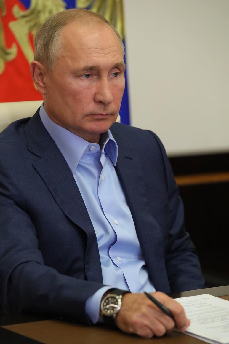 KREMLIN 5 X 6 DU 08.09.2020 Lors d'une réunion par vidéoconférence avec les lauréats du concours national de gestion Leaders of Russia. V4sGKcrvc2cAAvBjkmkuFr8OGjCigpQR