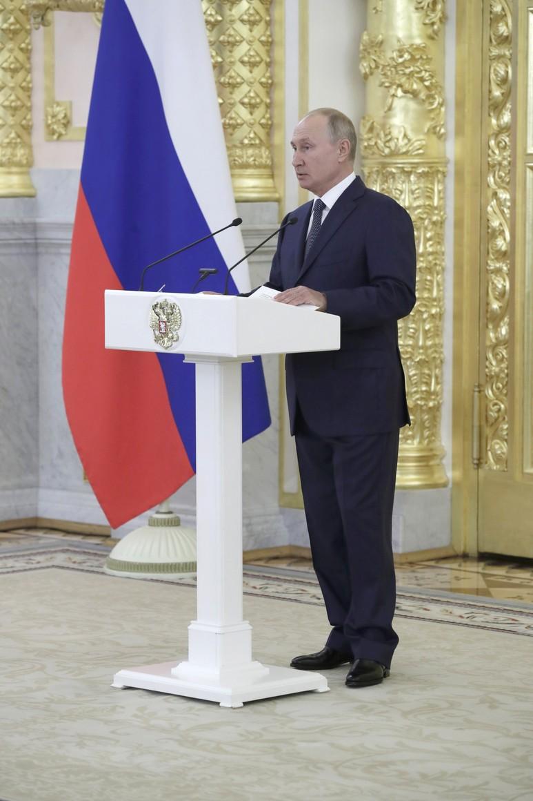 KREMLIN 5 X8 DU 23.09.2020 Lors de la réunion avec les sénateurs de la Fédération de Russie. O7dWPobBPI8CWuA4UbefJyeDkV6khvhp