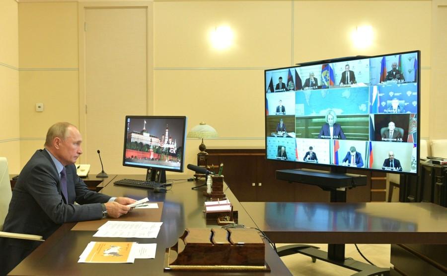 KREMLIN BOIS 1 X 3 DU 30.09.2020 Réunion sur le développement et la décriminalisation de l'industrie du bois. Oy1uXovO6vudCIQOrcgOOeXcWKHsDnIv