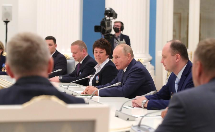 KREMLIN PH 11 X 21 Rencontre avec les travailleurs de l'industrie nucléaire.
