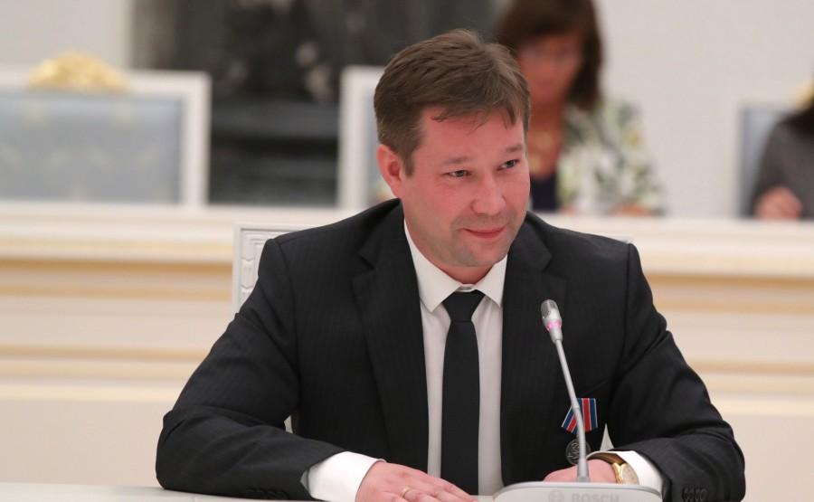 KREMLIN PH 17 X 21 Chef de la recherche à l'Institut de recherche en physique des lasers du Centre nucléaire fédéral russe - Institut national de recherche en physique expérimentale Nikita Zakharov