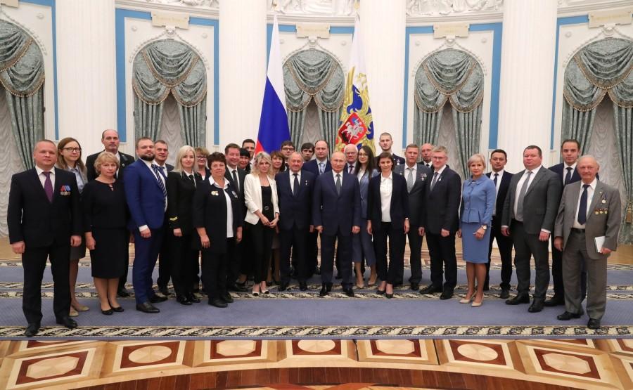 KREMLIN PH 19 X 21 Participants à la réunion avec les travailleurs de l'industrie nucléaire.