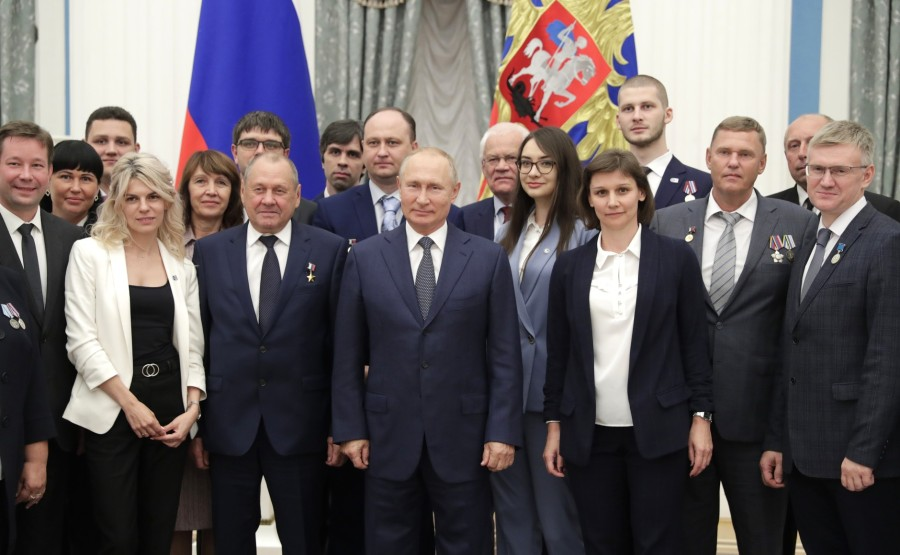 KREMLIN PH 20 X 21 Participants à la réunion avec les travailleurs de l'industrie nucléaire.