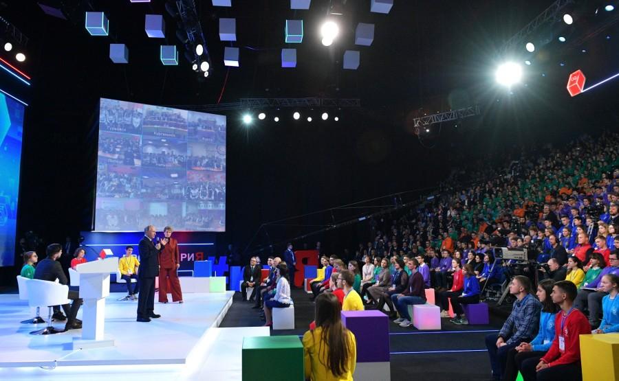 kremlin Vladimir Poutine a assisté à la leçon ouverte sur les orientations décisives lors d'une visite au forum national d'orientation professionnelle ProyeKTOriya.en 2018 tjGktl2cGxM92fzt3AcvWrVys5CK1CIX