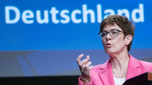 Annegret Kramp-Karrenbauer, Ministre allemande de la Défense 2