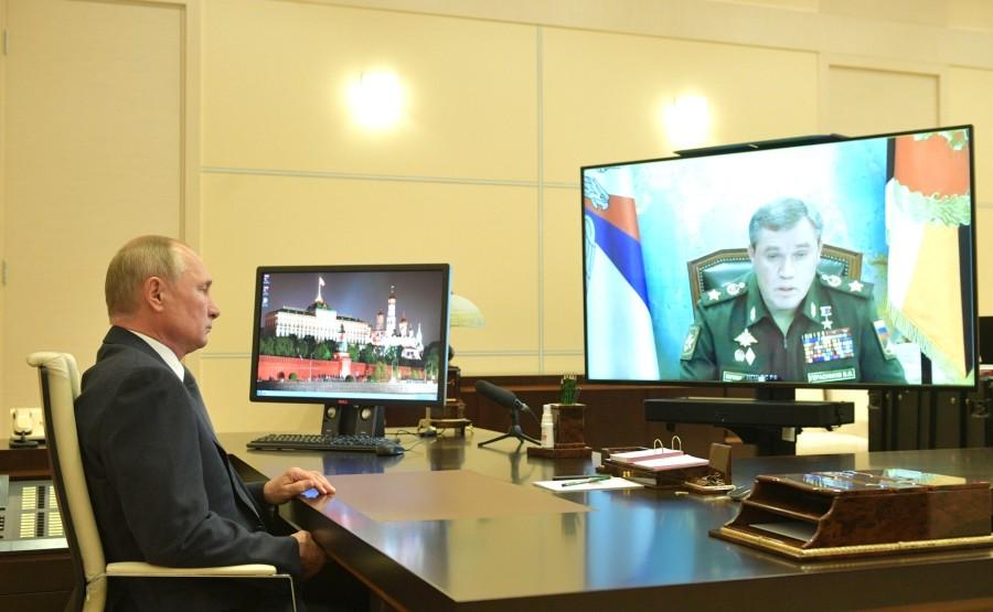 KREMLIN PH 1 SUR 3 DU 07 .10.2020.... Rencontre avec le chef d'état-major général des forces armées russes - Premier vice-ministre de la Défense, Valery Gerasimov (par vidéoconférence).