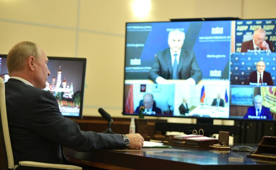 KREMLIN PH 1 SUR 4 DU 06 OCTOBRE 2020 Rencontre avec les chefs de faction du parti de la Douma d'État (par vidéoconférence). oytEzmbg2QDuxTvygmOziwWilXg6DBsR