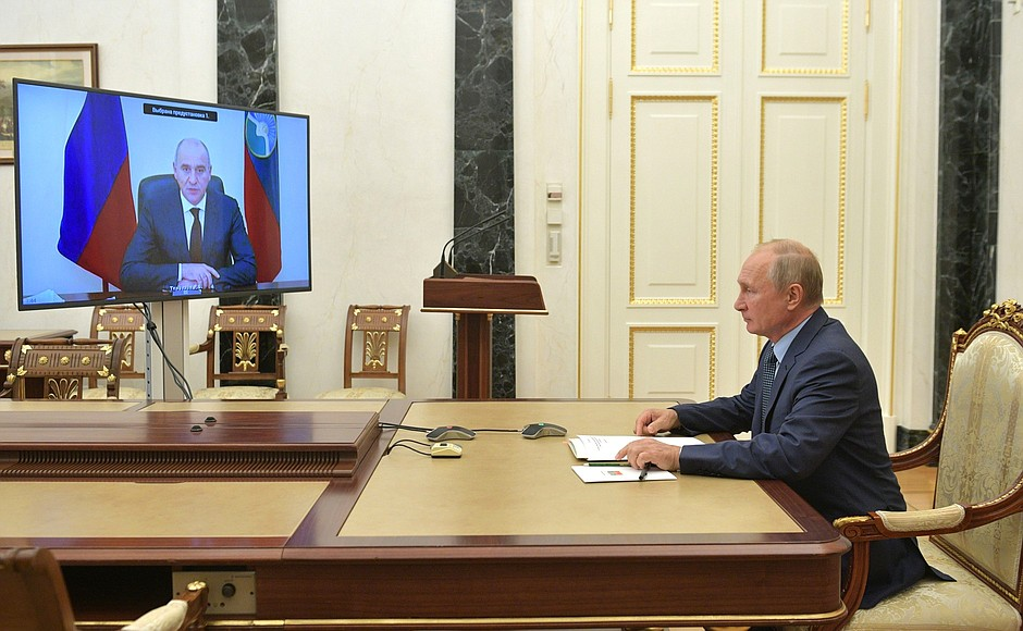 kremlin ph 1 X 2 -- 15 OCT 2020 Rencontre avec le chef de Karachayevo-Circassia Rashid Temrezov (par vidéoconférence).