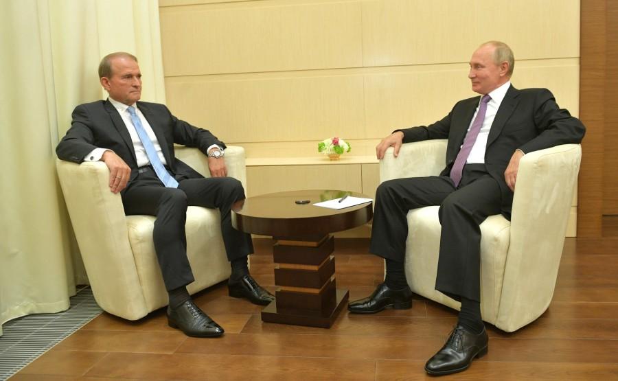 kremlin PH 1 X 3 DU 06 OCTOBRE 2020 Rencontre avec le chef du conseil politique de la plateforme d'opposition du parti ukrainien - For Life Viktor Medvedchuk. EfXAlsEna3Sy9Zt0uh9DVkOTuJlR87Qr