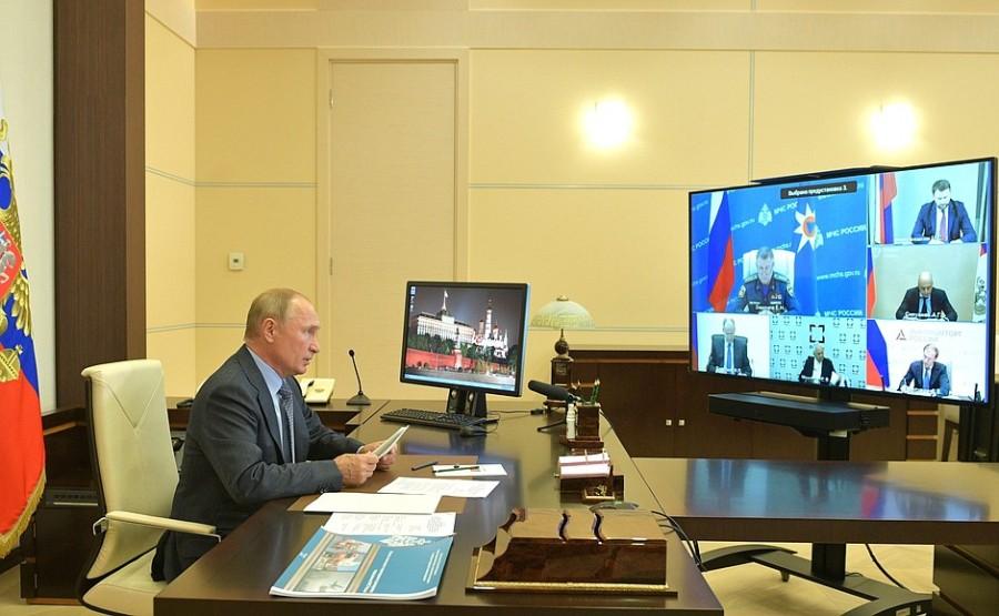KREMLIN PH 1 X 3 DU 08.10.2020 Vladimir Poutine a tenu une réunion sur des questions concernant le ministère des Urgences (par vidéoconférence).