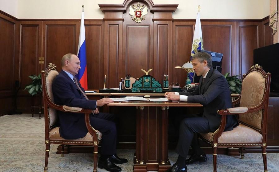 KREMLIN PH 1 X 4 DU 20.10.2020 Rencontre avec le président du conseil d'administration de la Rosselkhozbank (Banque agricole russe), Boris Listov - 20 octobre 2020