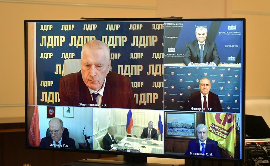 KREMLIN PH 2 SUR 4 DU 06 OCTOBRE 2020 Rencontre avec les chefs de faction du parti de la Douma d'État (par vidéoconférence). 4aXnMKBpXpo7mcUTxMgubkAIa0tPQ4h0