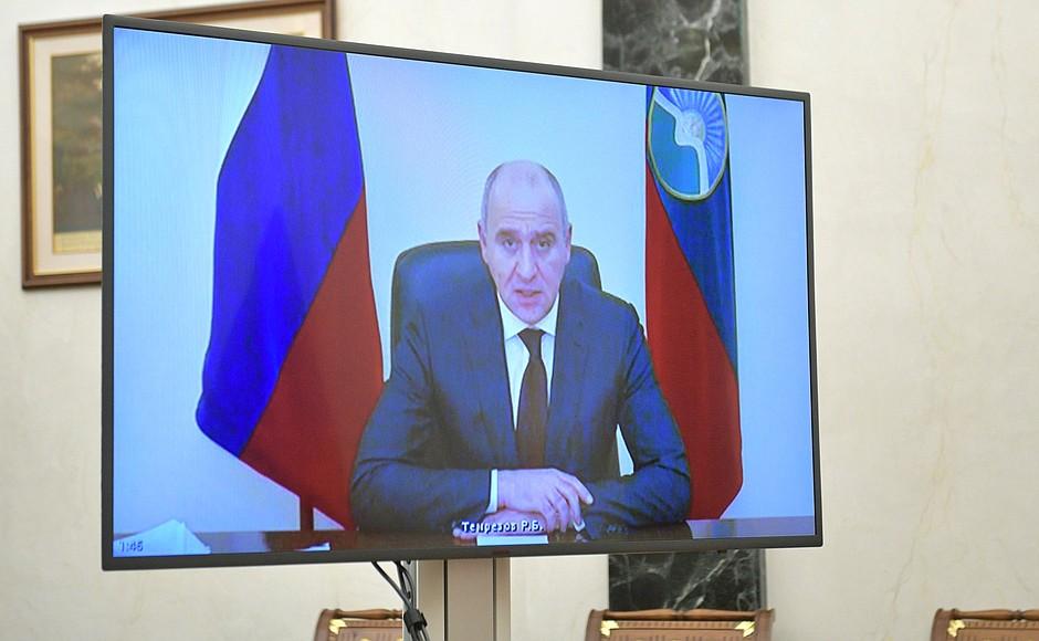 kremlin ph 2 X 2 -- 15 OCT 2020 Rencontre avec le chef de Karachayevo-Circassia Rashid Temrezov (par vidéoconférence).