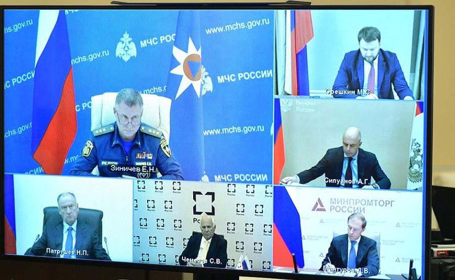 KREMLIN PH 2 X 3 DU 08.10.2020 Vladimir Poutine a tenu une réunion sur des questions concernant le ministère des Urgences (par vidéoconférence). fQOoc5DddA90KLPU9NwureokIh1WPcJj