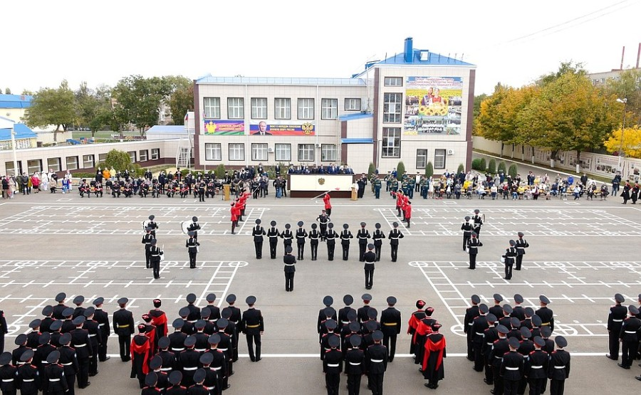 kremlin ph 2 X 3 La bannière présidentielle transférable a été décernée au Yeysk Cossack Cadet Corps pour avoir remporté le concours annuel de revue pour le titre de Best Cossack Cadet Corps. Photo Service de presse