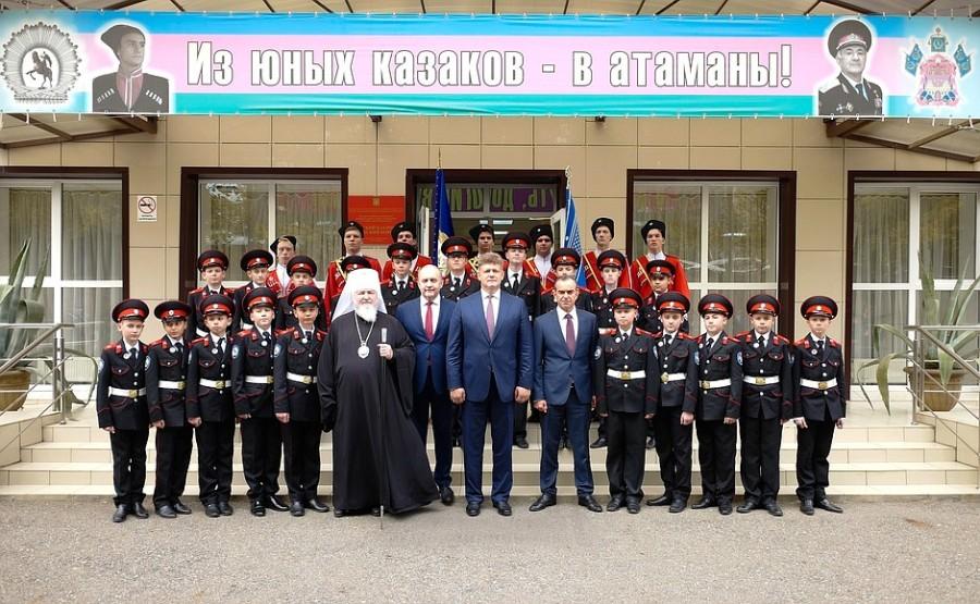 kremlin ph 3 X 3 La bannière présidentielle transférable a été décernée au Yeysk Cossack Cadet Corps pour avoir remporté le concours annuel de revue pour le titre de Best Cossack Cadet Corps. Photo Service de presse