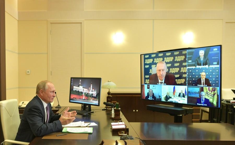 KREMLIN PH 4 SUR 4 DU 06 OCTOBRE 2020 Rencontre avec les chefs de faction du parti de la Douma d'État (par vidéoconférence). K8AdZVr4JBoF8m6QclDTbyzg1YwyTDIG