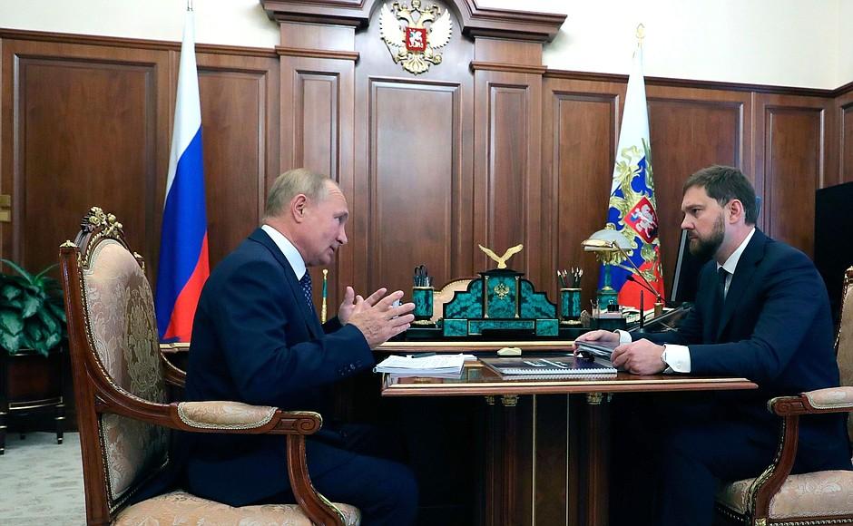KREMLIN photo 1 sur 2 Avec le chef de l'Agence fédérale des affaires ethniques Igor Barinov.