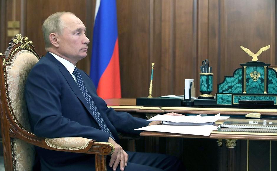 KREMLIN photo 2 sur 2 Avec le chef de l'Agence fédérale des affaires ethniques Igor Barinov.