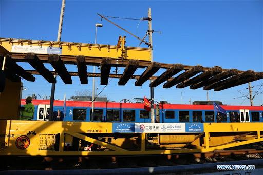 la section Belgrade-Zemun en Serbie du chemin de fer Hongrie-Serbie,