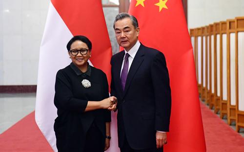 Le Conseiller d'Etat et Ministre des Affaires étrangères Wang Yi a rencontré le 24 avril 2019 à Beijing la Ministre indonésienne des Affaires étrangères, Retno Marsudi, W020190428375742220590