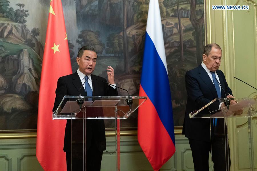 le ministre russe des Affaires étrangères Sergueï Lavrov et son homologue chinois Wang Yi à Moscou le 11 septembre 2020 139362129_15998725975671n