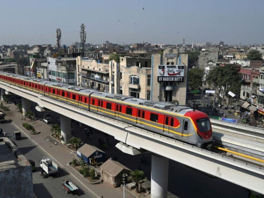 Une photo de l'Orange line, prise le 26 octobre 2020 à Lahore (Est), jour de l'entrée en service de la première ligne de métro du Pakistan.