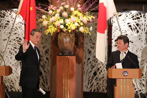CHINE PH 1 JAPON Wang Yi ... la Chine et le Japon ont obtenu un consensus en cinq points et des résultats concrets dans six domaines 24.11.2020
