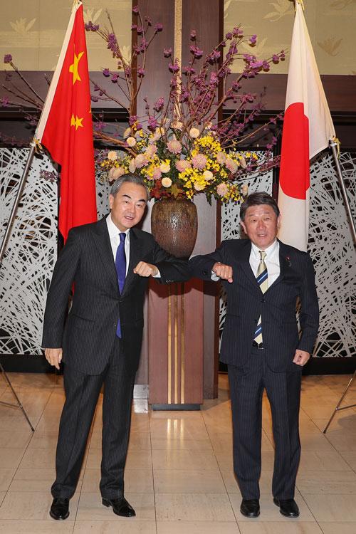 CHINE PH 3 Wang Yi s'entretient avec le Ministre japonais des Affaires étrangères Toshimitsu Motegi 24.11.2020