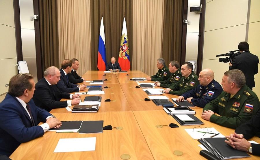 DEFENSE 1 XX 8 KREMLINRencontre avec des hauts fonctionnaires du ministère de la Défense, des chefs d'agences fédérales et des dirigeants de l'industrie de la défense 10 novembre 2020