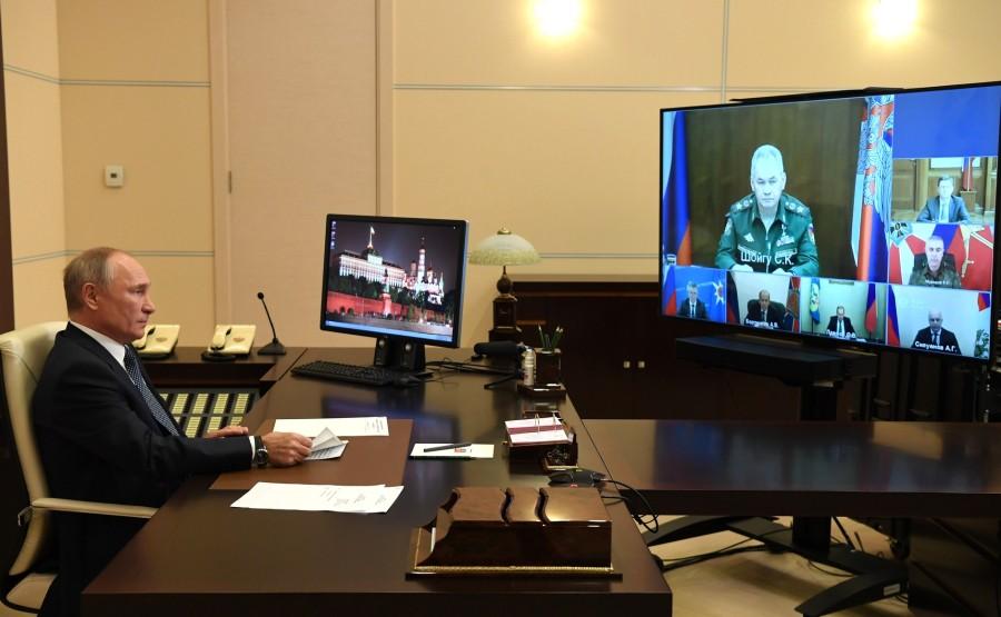 H.K.KREMLIN 1 XX 3 Le Président a tenu une réunion sur la mission russe de maintien de la paix au Haut-Karabakh, par vidéoconférence.