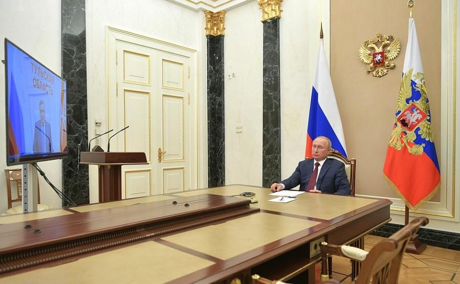 KREMLIN 1 XX 3 Réunion de travail avec Alexei Dyumin, gouverneur de la région de Toula - 5 novembre 2020