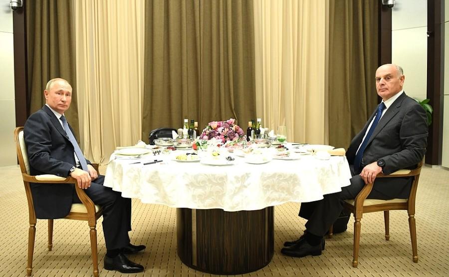 KREMLIN 5 XX 5 ABKHAZIE Entretien avec le président de l'Abkhazie Aslan Bzhania 12 novembre 2020