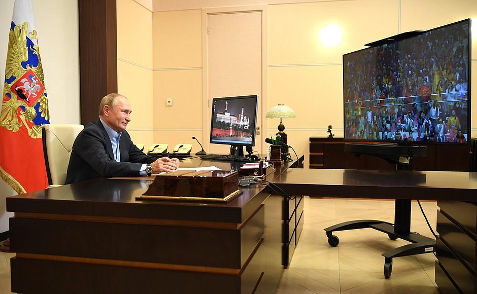 kremlin PH 3 X 8 Rencontre avec les finalistes du concours Bolshaya Peremena - 2 novembre 2020 - 14 H 45