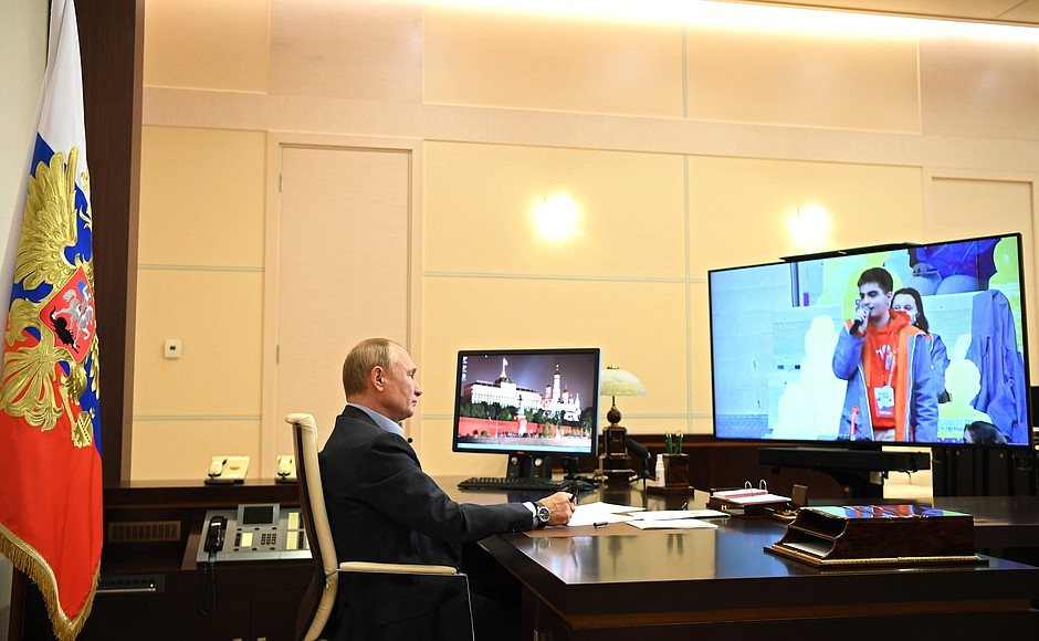 kremlin PH 4 X 8 Rencontre avec les finalistes du concours Bolshaya Peremena - 2 novembre 2020 - 14 H 45