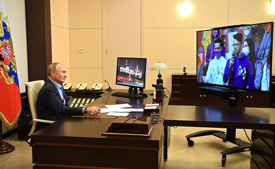 kremlin PH 7 X 8 Rencontre avec les finalistes du concours Bolshaya Peremena - 2 novembre 2020 - 14 H 45