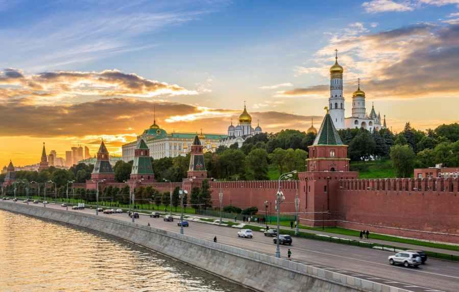 moscow-kremlin-sunset-jpg_header-93265