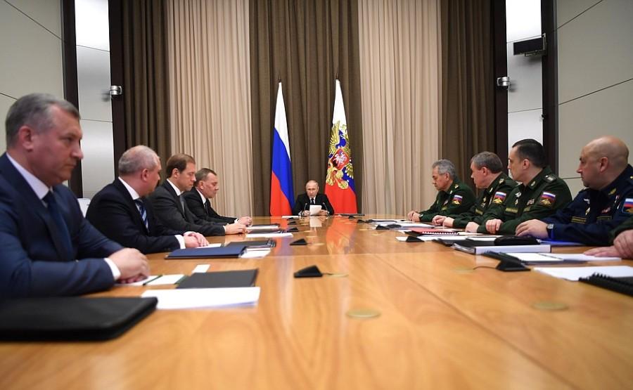 Rencontre 11.11.NOVEMBRE 1 PH avec les chefs du ministère de la Défense, des agences fédérales et des entreprises de défense 11 novembre 2020