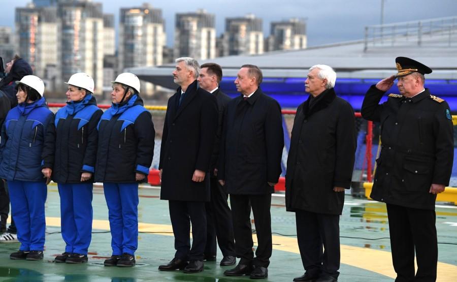 RUSSIE KREMLIN 4 XX 13 Drapeau national de la Fédération de Russie hissé sur le brise-glace Viktor Chernomyrdin