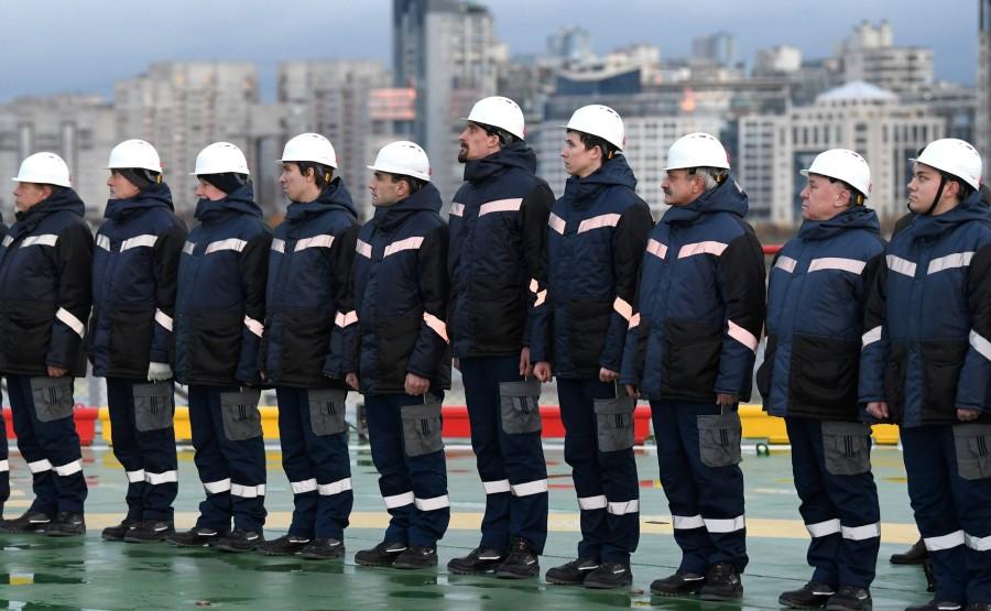 RUSSIE KREMLIN 6 XX 13 Drapeau national de la Fédération de Russie hissé sur le brise-glace Viktor Chernomyrdin