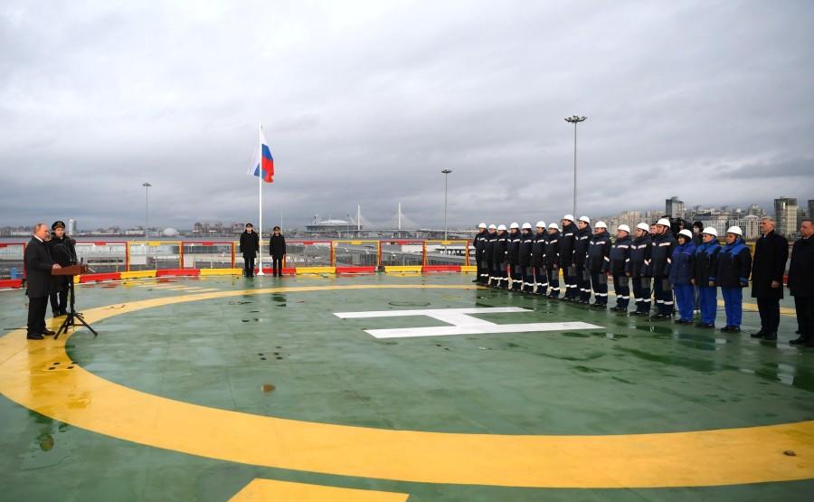 RUSSIE KREMLIN 7 XX 13 Drapeau national de la Fédération de Russie hissé sur le brise-glace Viktor Chernomyrdin
