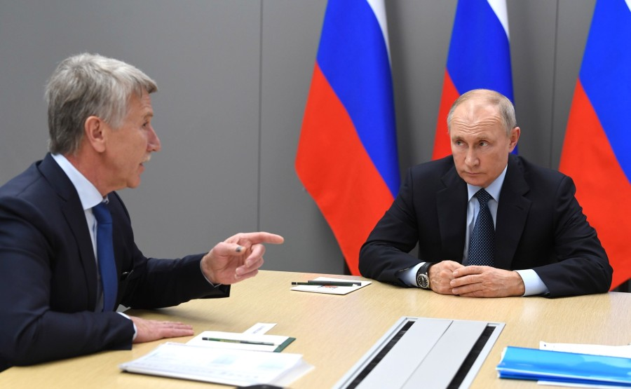 DEUX SUR DEUX DU 01.12.2020 Avec le président du conseil d'administration de NOVATEK, Leonid Mikhelson, et le président du conseil d'administration de SIBUR Holding, Dmitry Konov.