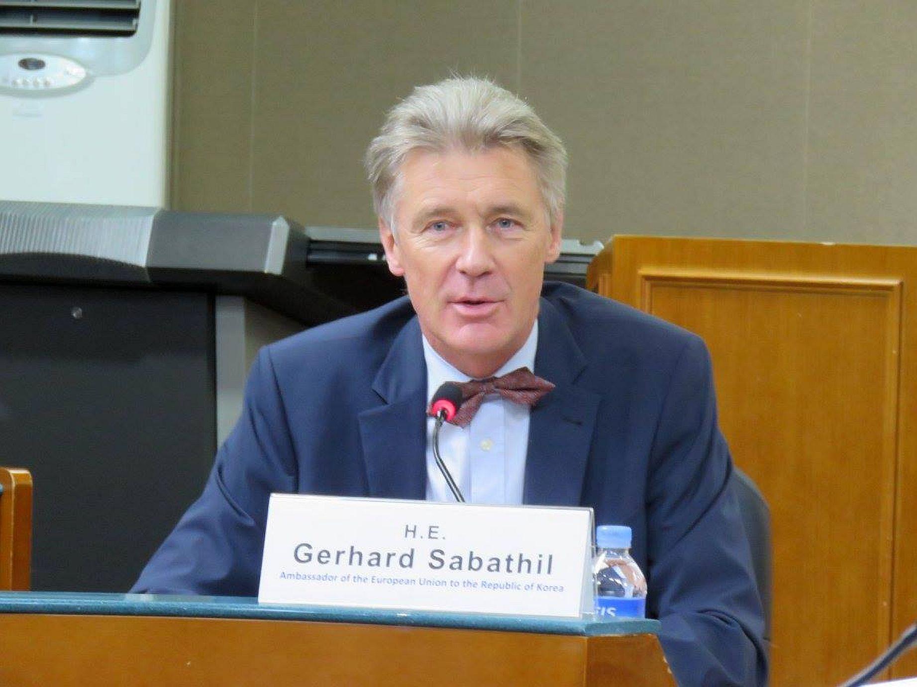 l'ancien diplomate de l'UE Gerhard Sabathil