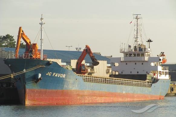 navire sierra-léonais dont le nom est DONG YANG